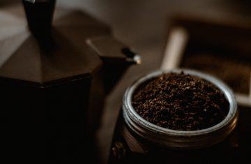 preparare caffè con la moka